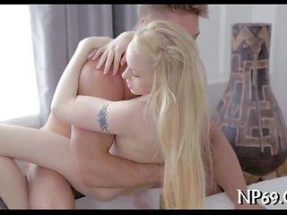 wideo z dziewczyną squirting